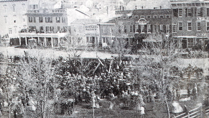 Courthouse Square, Dr. Tappan announces Fort Sumpter fired upon